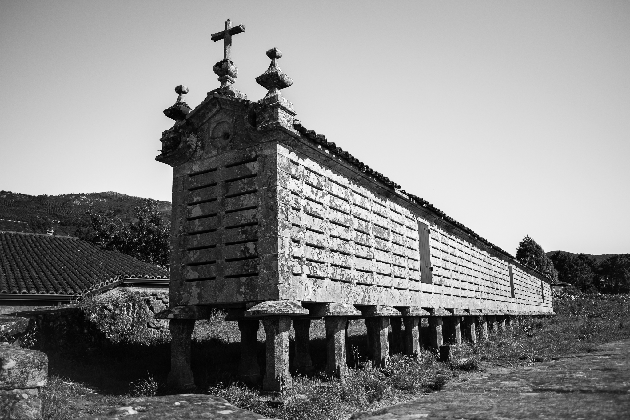 The hórreo of Carnota is, together with the one of Lira and Araño, one of the largest in Galicia. Built in the 18. century and declared National Monument, it has a total length of more than 34 meters. The role of the hórreos was to separate the food from the ground to distance it from the animals and improve its conservation. Normally, the largest hórreos were located near a church, which kept 10% of the crops through a tax known as the tithe.