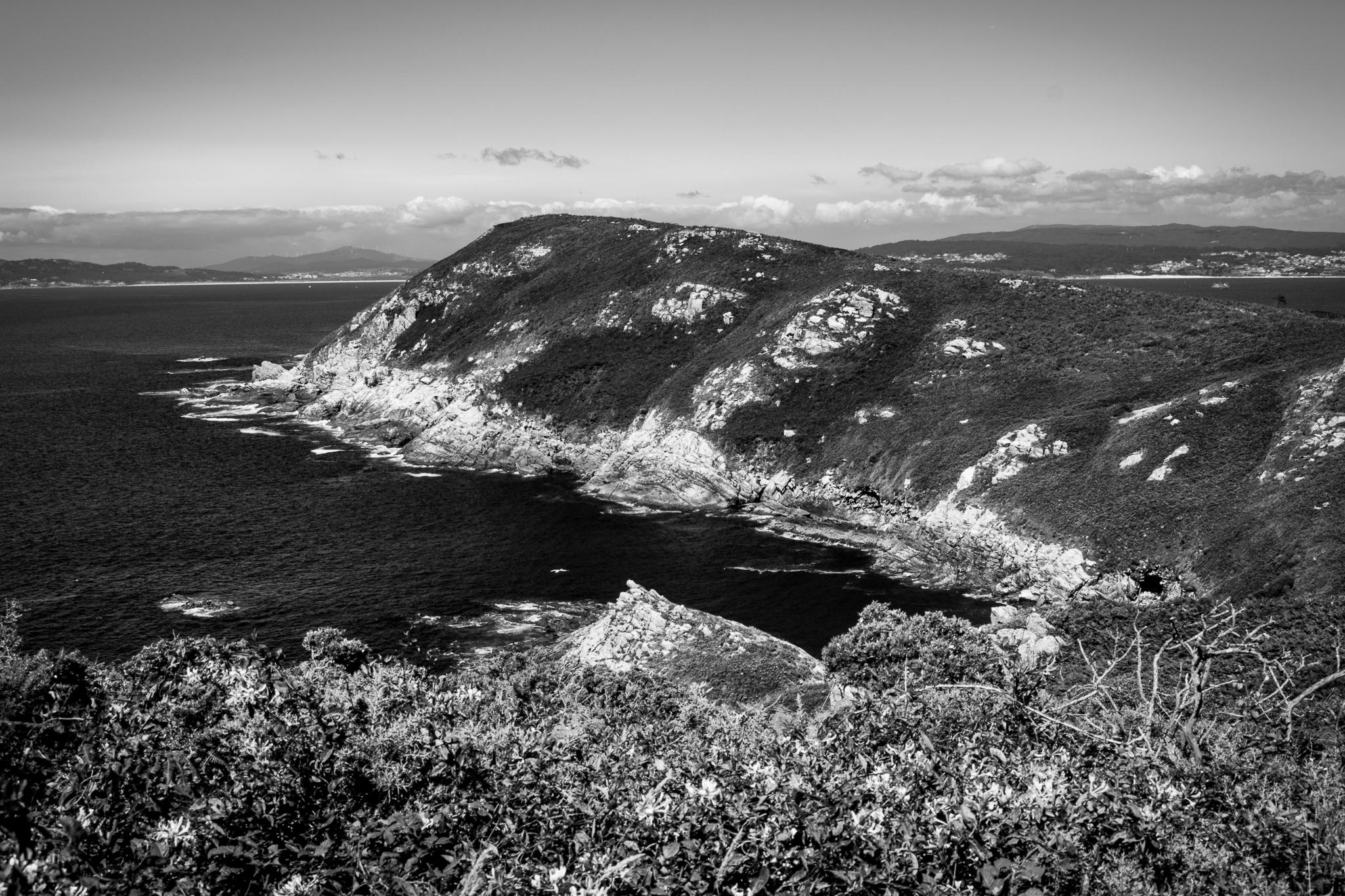 O arquipélago de Ons está conformado polas illas de Ons e Onceta e forma parte do Parque Nacional Illas Atlánticas de Galicia. Actualmente aínda conserva poboación durante todo o ano e caracterízase polos seus areais e os cantís ao longo de toda a súa costa.