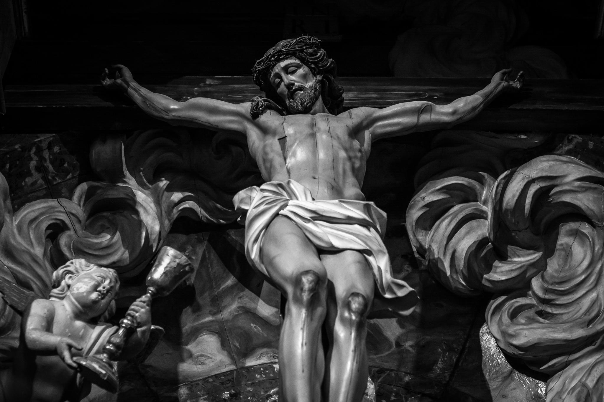 O retablo do Cristo da Paciencia, do escultor Xosé Ferreiro, atópase no mosteiro compostelán de San Martiño Pinario. <br>O escultor, natural de Noia, é un dos maiores expoñentes do neoclasicismo galego do s.XIX.
