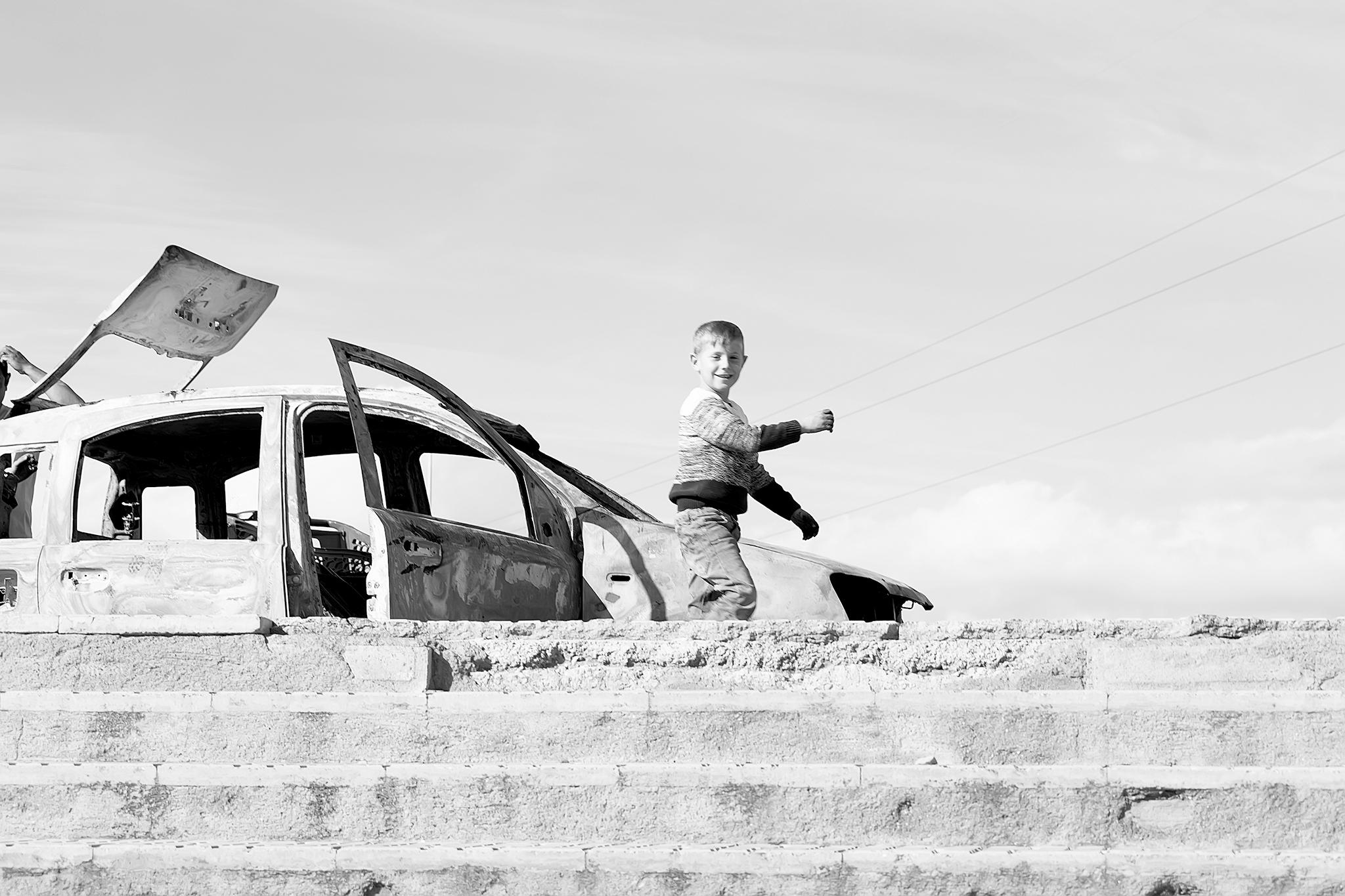 Diseñado con una esperanza de vida de unos dos años para paliar los daños causados tras las fuertes riadas de las primeras semanas de 1970, casi cincuenta años después, El Puche sigue siendo una realidad para las más de mil familias que exiliadas de barrios como La Chanca o el Barrio Alto aún habitan en él.