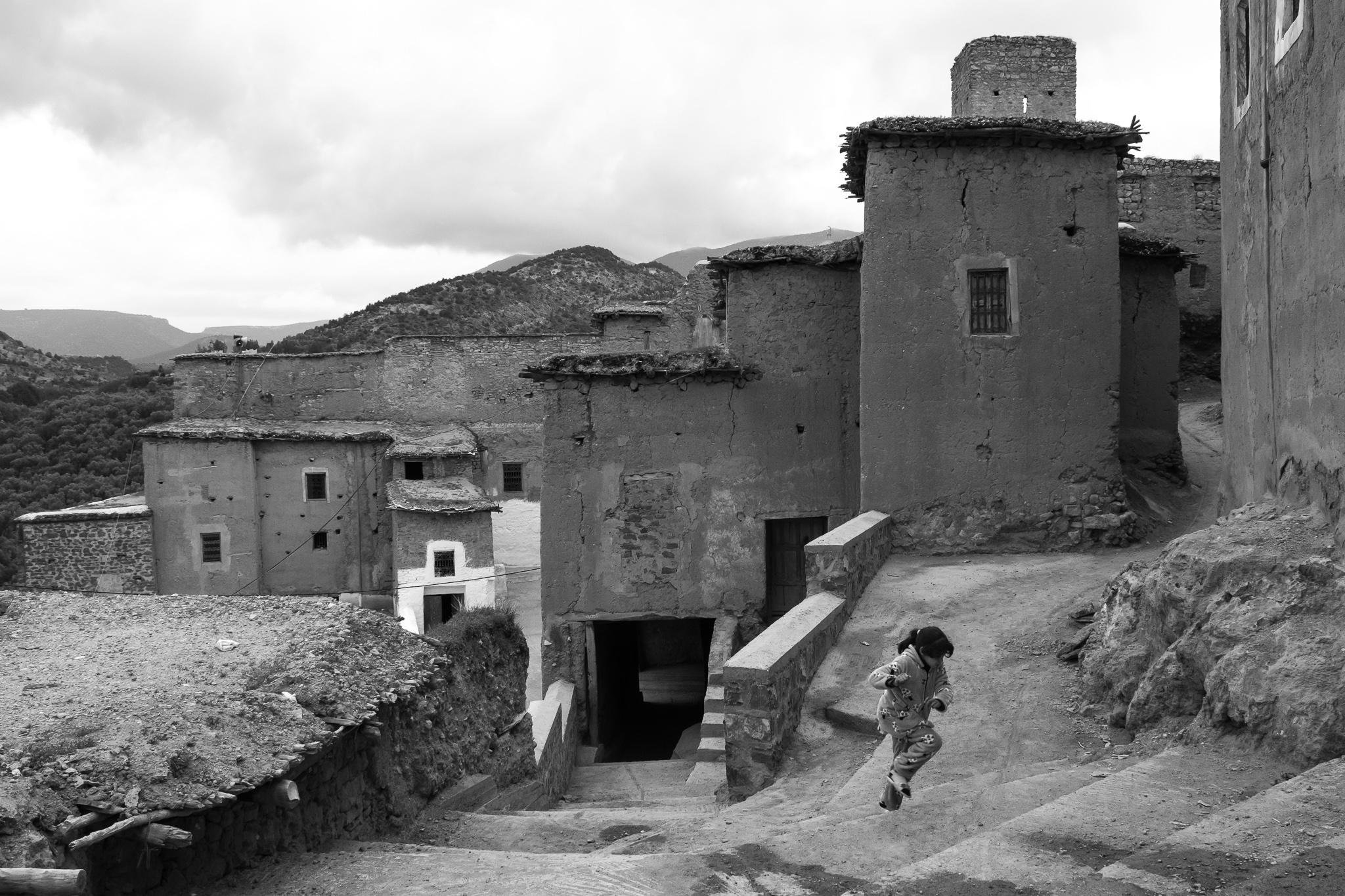 O pobo de Tanaghmeilt, Azilal, mostra as construcións típicas dos poboados Amazigh, feitos a base de palla e adobe.