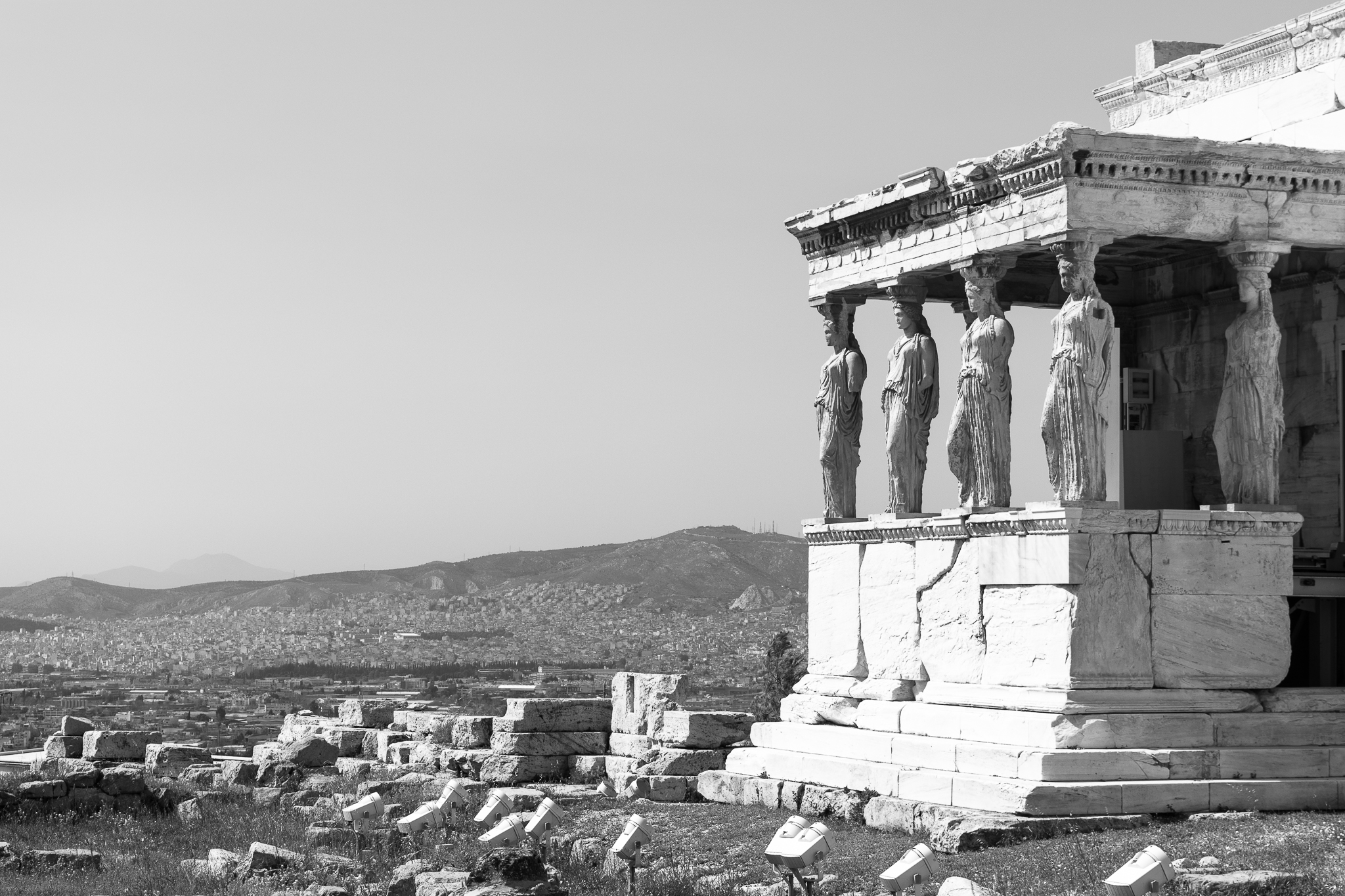 Located in front of the Parthenon and in the southern part of the Erechtheum, the Porch of the Caryatids consists of six columns of more than two meters height in the shape of women who are called caryatids. These are said to have collaborated with the Persian invaders during the 5th century BC. thus metaphorically they are made to carry the weight of the temple.